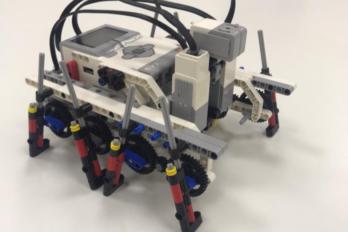 Победа в соревнованиях шагающих роботов «Шагалка»